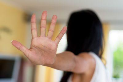 Žena si vymezuje svoje hranice díky asertivnímu chování