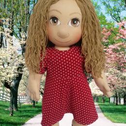 Ručně šitá panenka je ideální dárek i pro děti i pro ženy, rodiče
