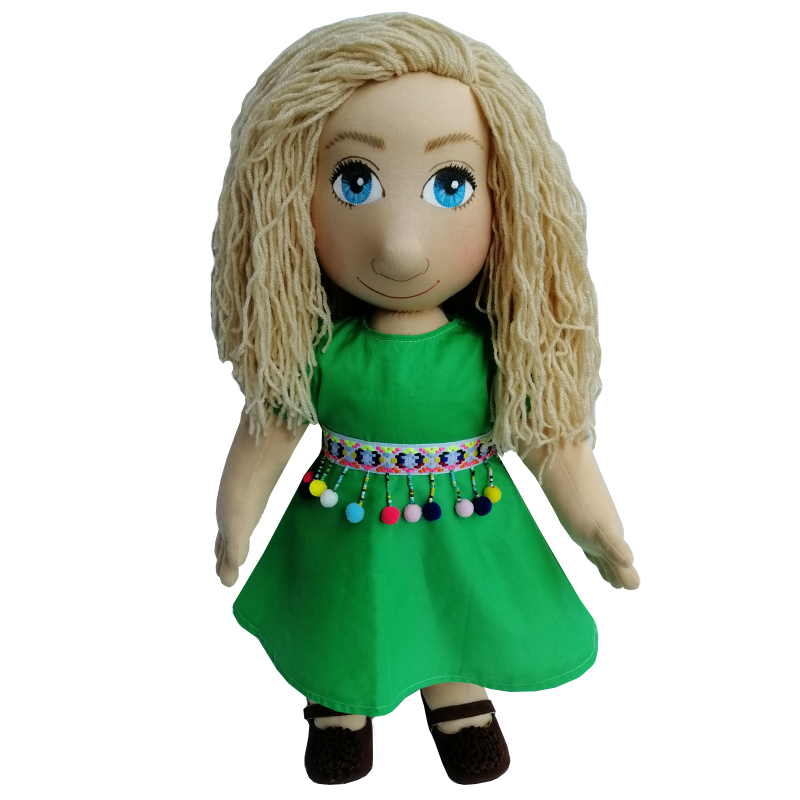 Panenka 60 cm zelené šaty a bambulkový pásek