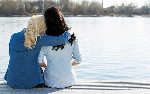 Kamarádka a podpora po nevěře manžela