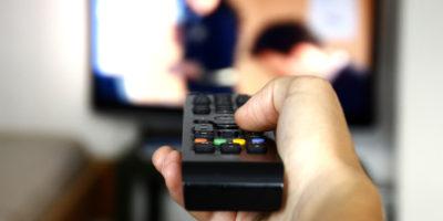 Sledovat TV má značně negativní vliv na naši mysl a psychiku