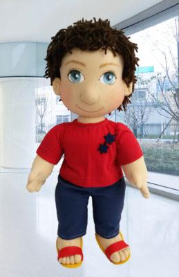 Ručně šitá panenka jako hračka pro děti i pomůcka pro seniory
